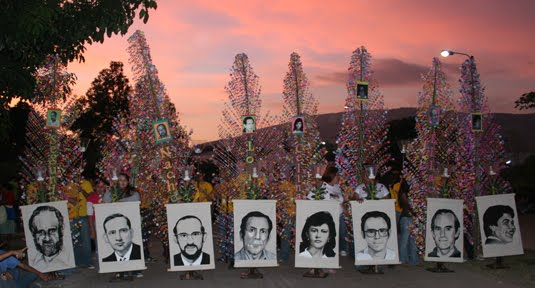 Recuerdan masacre de la UCA con pedido de justicia